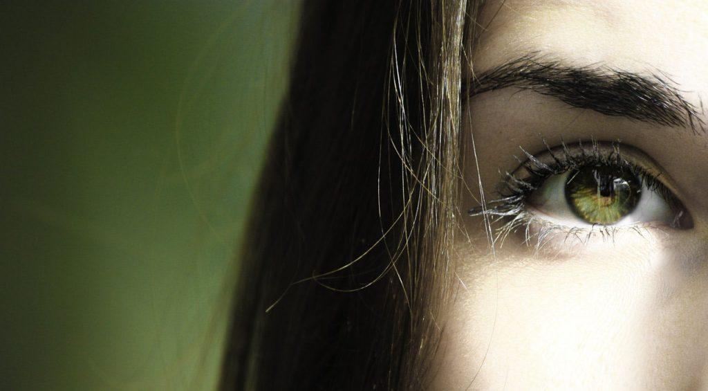 silmien räpsyttely
